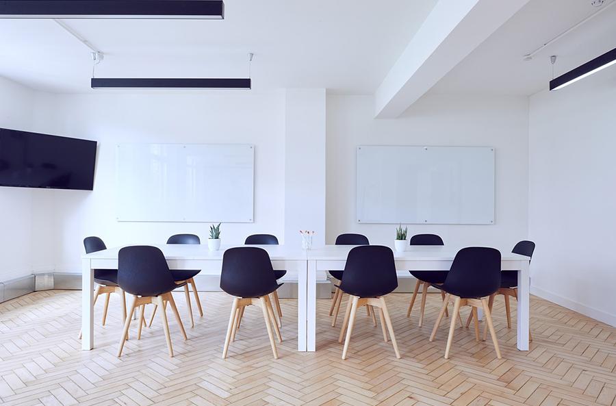La importancia de los complementos en el mobiliario de alquiler